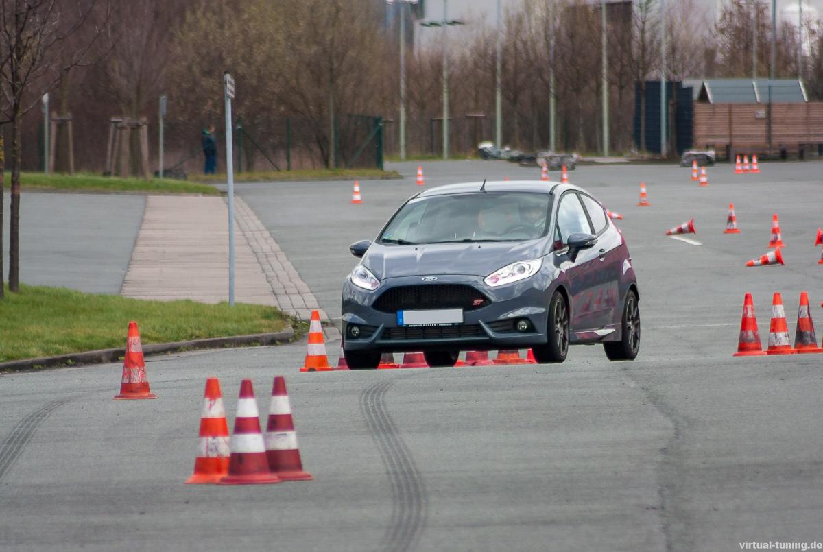 Ford Fiesta ST beim Auto-Slalom bei KIK in Bönen